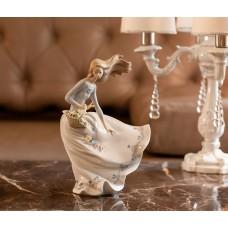 """Lladro статуэтка """"Девушка и лепестки ветра"""""""