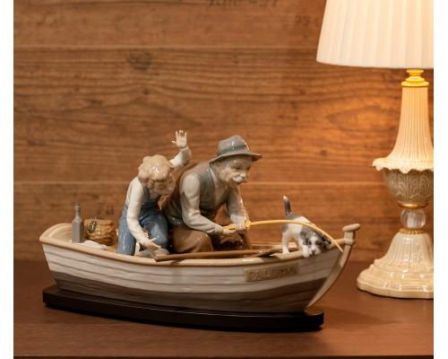 """Статуэтка Lladro """"Дедушка с внуком и собакой на рыбалке"""""""